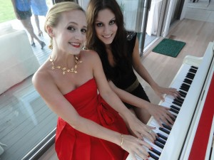close piano girls